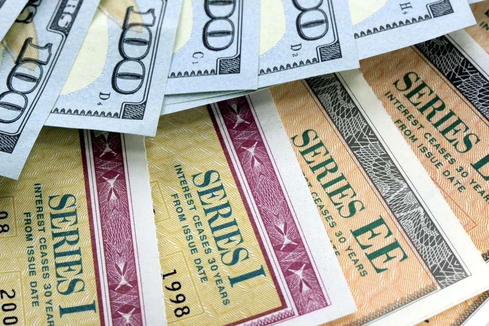 Гособлигации США растут вместе с долларом