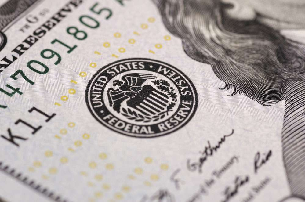 Протокол ФРС вывел доллар в минус, инвесторы пока в ожидании новых отчетов об инфляции