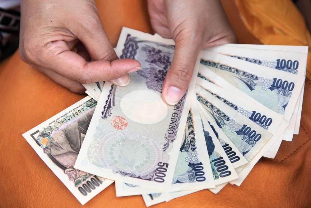 Банк Японии оставил политику неизменной, а новый член правления выступает за смягчение