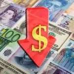 Доллар начал неожиданно дешеветь в сравнении с валютами других стран
