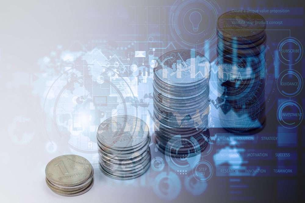 Российская валюта начала падение на фоне смешанной динамики начальных торгов