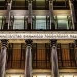 Рубль дешевеет на фоне активных закупок Минфина