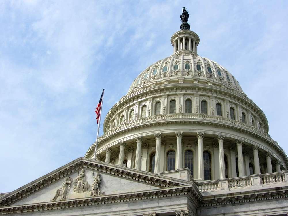 Сенат одобрил проект налоговой реформы, доллар в плюсе
