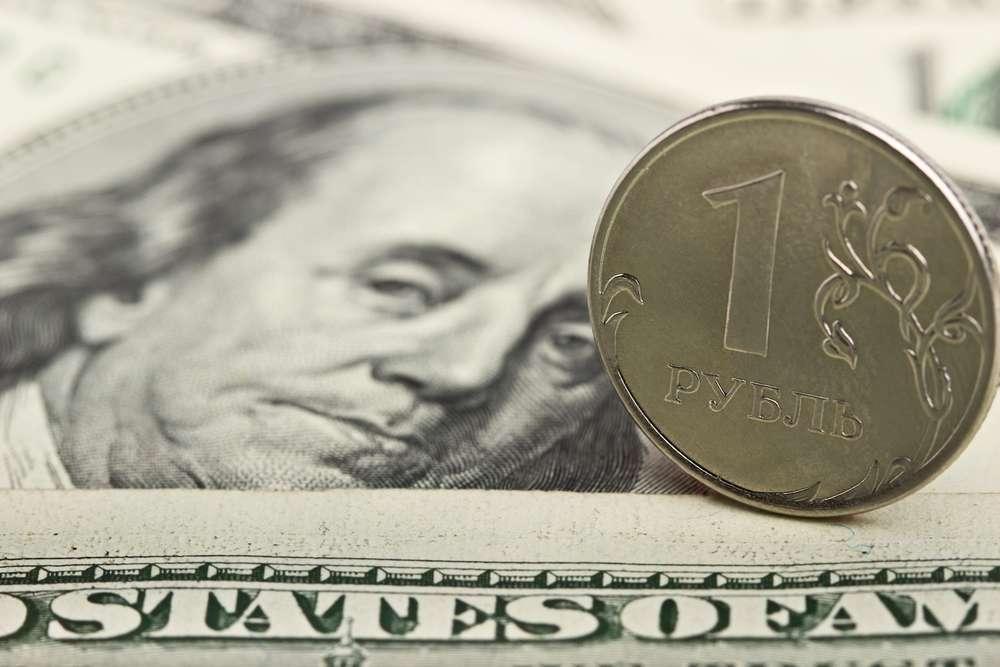 Рубль пытается усилить позиции к доллару