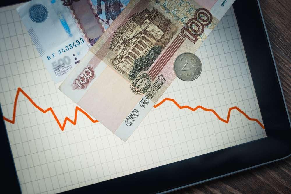 Откат рубля достиг предпраздничного значения