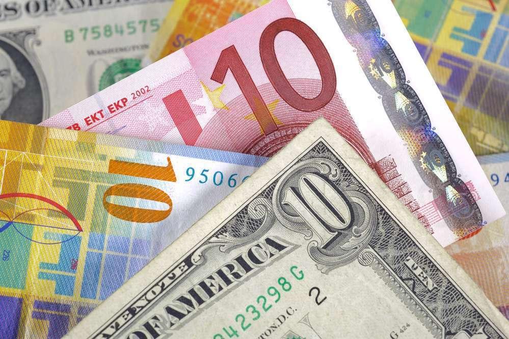 Инвесторы в нерешительности, доллар перекуплен