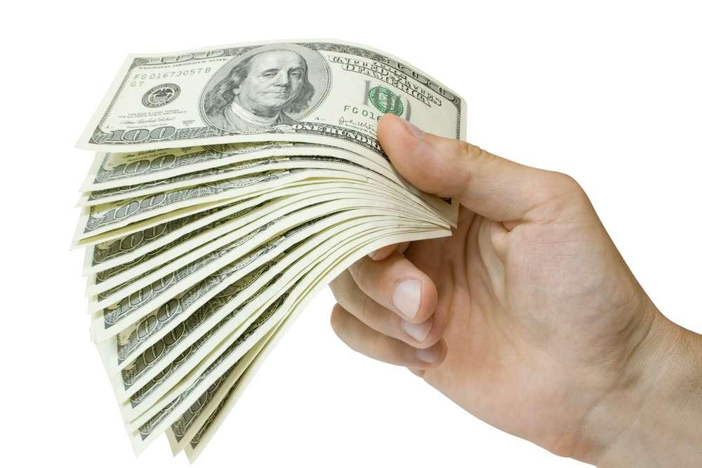 Всем нужен доллар, идет распродажа резервных активов