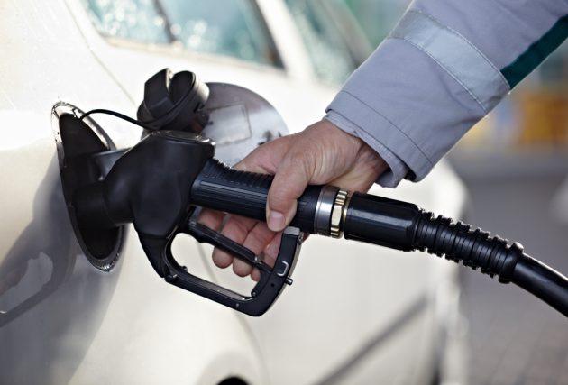 Заявление главы НТС о готовности отпустить цены на бензин на тридцать рублей за один литр.